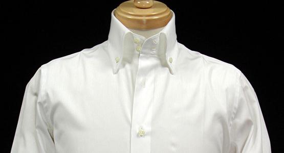 襟の高いシャツ